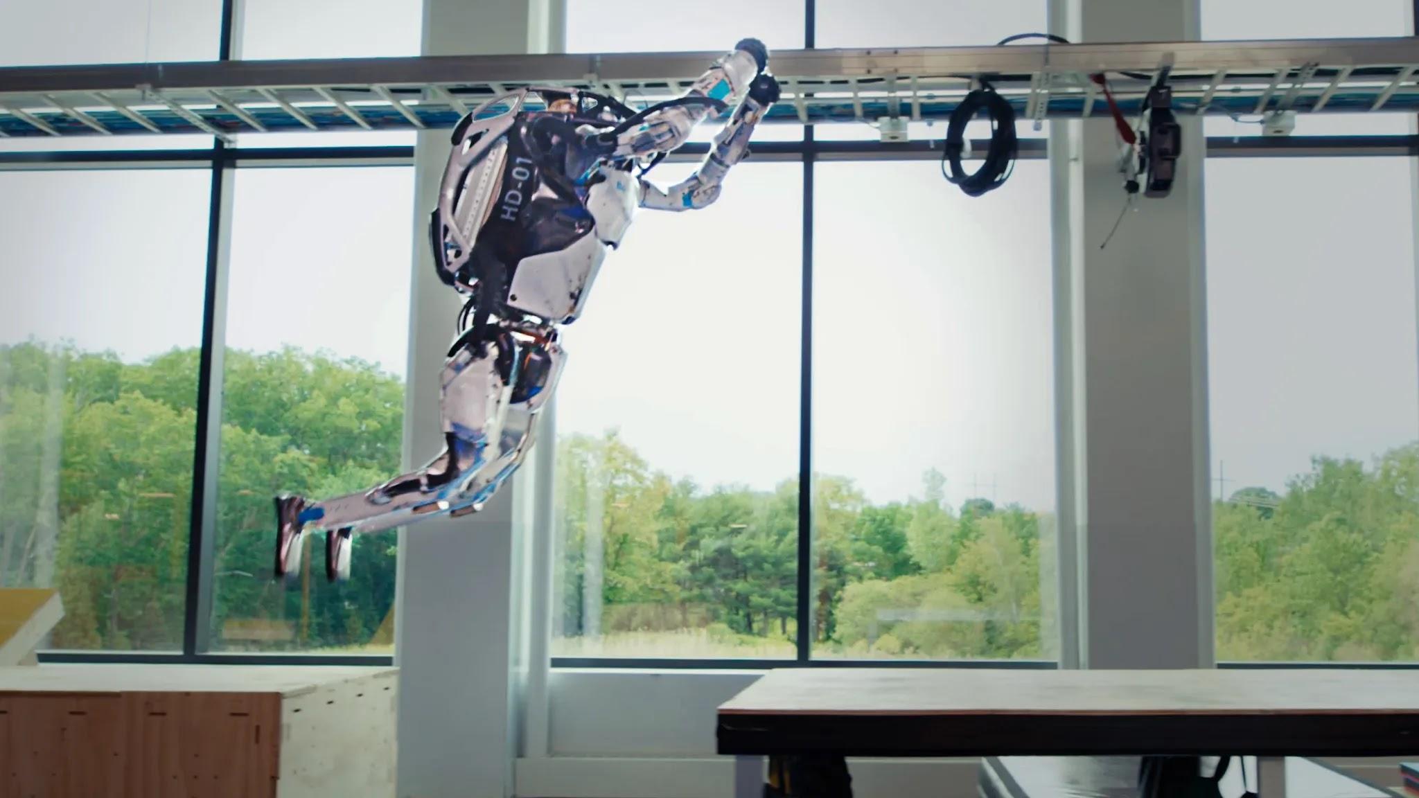 Atlas, il robot di Boston Dynamics, fa anche il parkour   Video