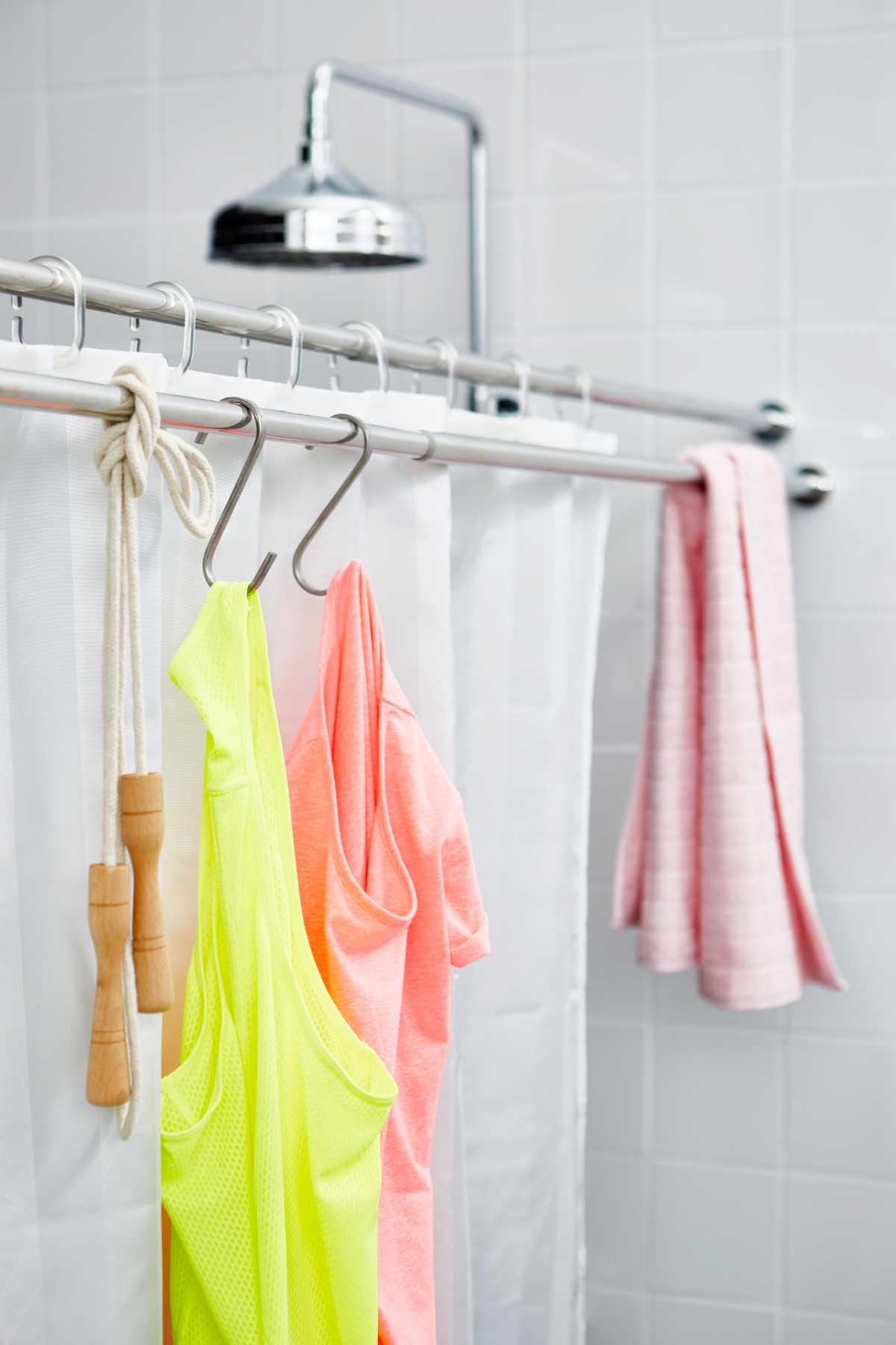Doble barra de ducha para favorecer el orden en el baño