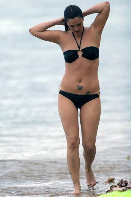 Hottest Black Bikini Photos of Drew Barrymore Navel Queens