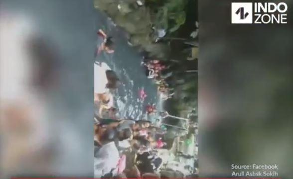 Modus Nyelam, Pria Ini Nyelonong Remas Payudara Wanita Didalam Air Dihajar Suami Korban