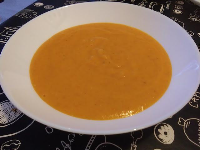 Crema Fría De Zanahorias Con Queso Y Curry