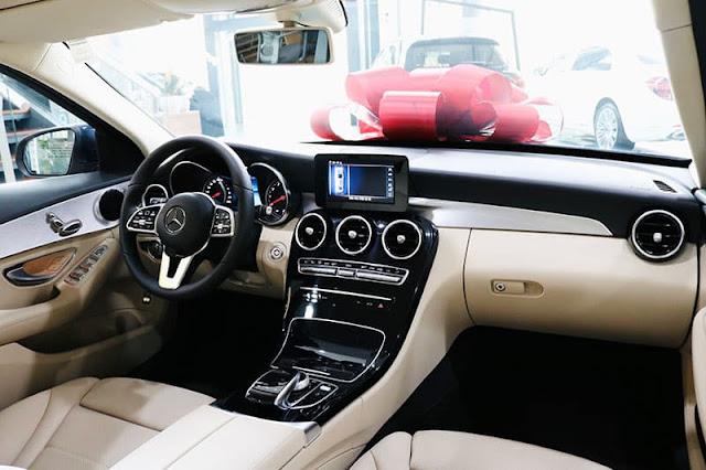 Đánh giá Mercedes C180 2020