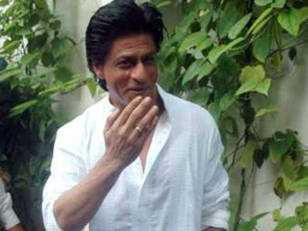 shahrukh-khan-was-late-for-tweeting-on-the-occasion-of-eid