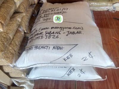 Benih padi yang dibeli   EUIS SUTARSIH Sukoharjo, Jateng.  (Setelah packing karung ).