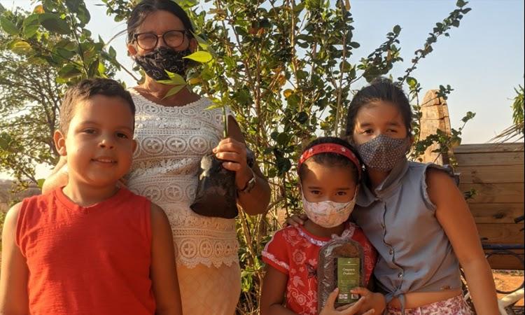 Agricultores familiares do Território Sertão Produtivo participam da ação Adote uma Árvore