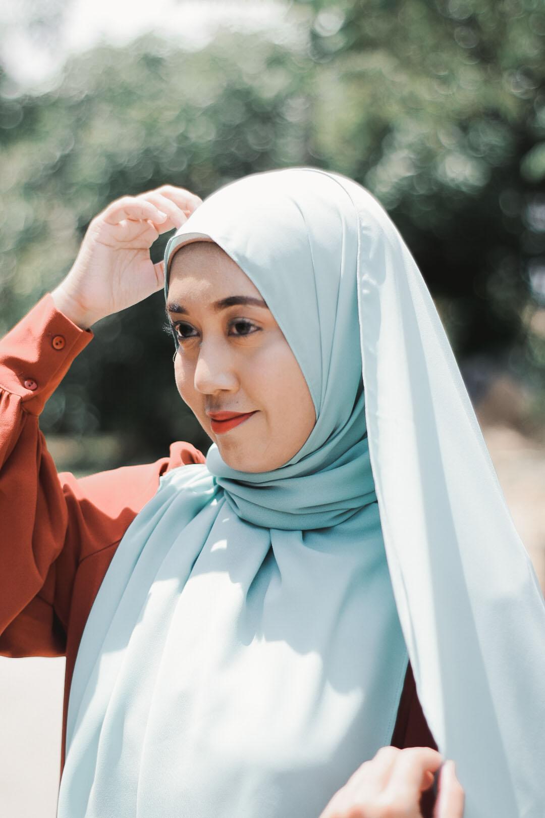 Marhuna Tampil Dengan Rekaan Hijab Shawl Berbentuk Pensel Pertama di Malaysia