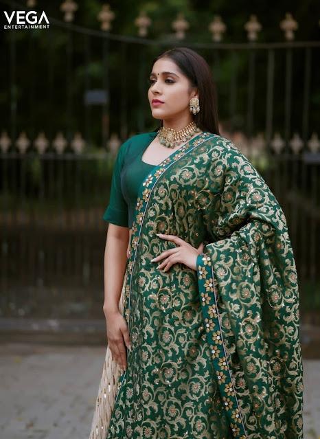 Rashmi Gautam Actress New Photo Stills Navel Queens