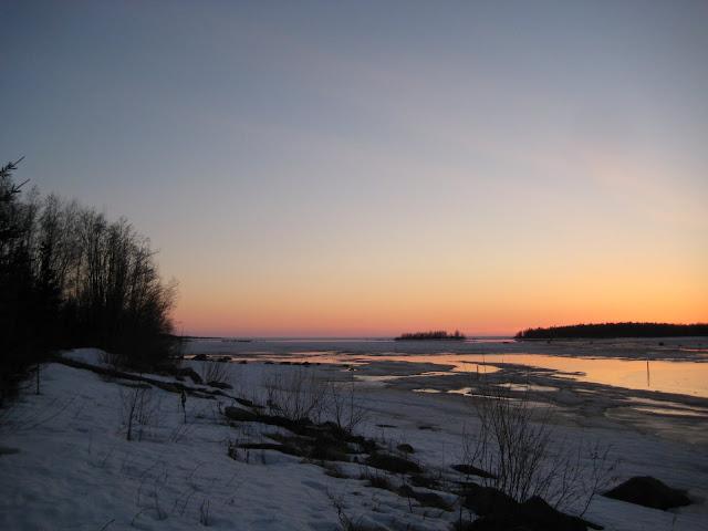 Himankakylä, kotikylän jokiranta, pääsiäinen, merenranta, iltarusko