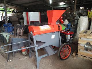 Mesin Pemipil jagung dengan kelobot