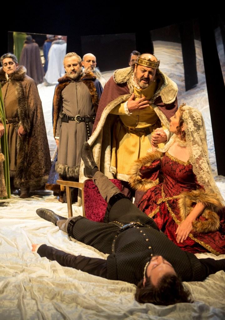 Celtib tico xxxiii feria del teatro en el sur hamlet for Sala 0 teatro sevilla