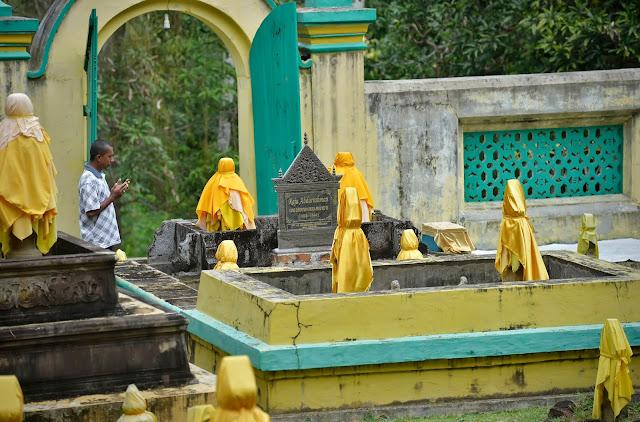 Makam Raja Abdurrakhman Pulau Penyengat