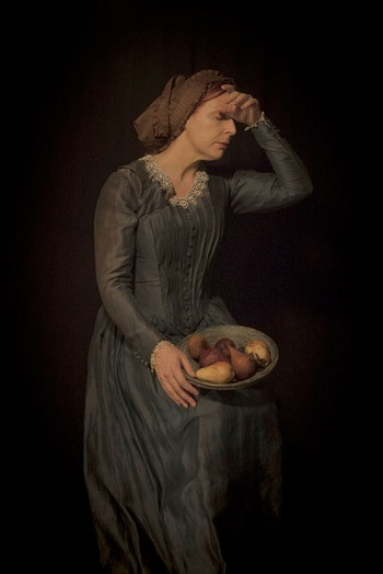 Photo by Tami Bahat - The Maiden - 2015 - From the Dramatis Personae series | fotos surrealistas bellas, imagenes chidas de obras de arte contemporaneo en claroscuro | afliccion, soledad y tristeza