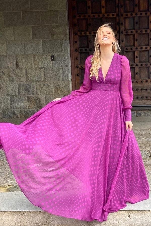 vestido longo fucsia com estampa de poás