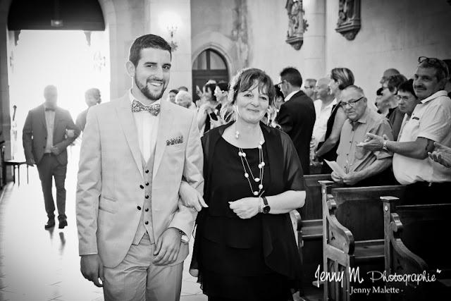 photo du mariés et sa maman à l'église