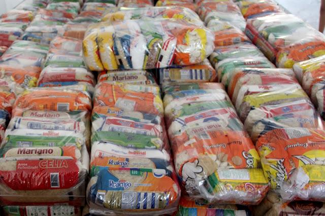 Governo  de Alagoas anuncia entrega de 1 milhão de cestas básicas e antecipará 13º a aposentados