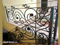 Railing Tangga Klasik Besi Tempa Membuat kesan Rumah Mewah dan Elegan