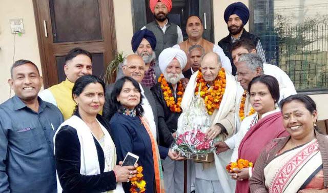Congressman raises senior Congress leader B R Ojha on foundation day