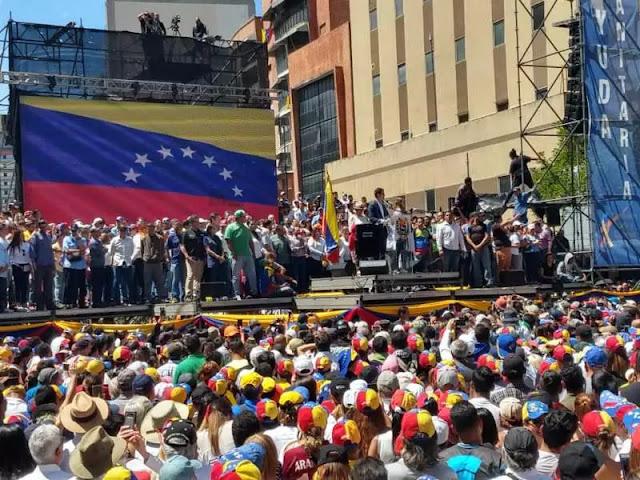 """""""Ayuda humanitaria va a entrar sí o sí"""" al país el #23F, anuncia Juan Guaidó"""