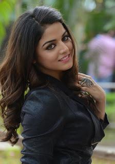 Gorgeous Indian girls pic, Lovely Indian Girls wallpaper, Beautiful HD Girl Pic