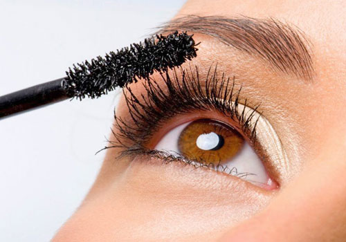 Cómo maquillar los ojos con rímel