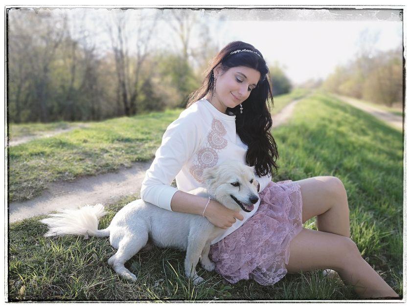 Spring Walk with Lucy - wiosenna stylizacja na spacer z psem