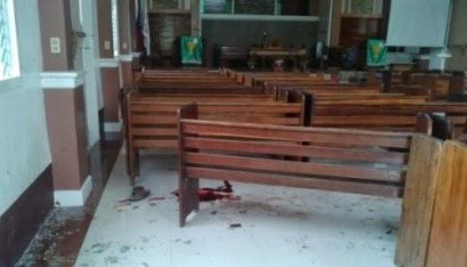 Lanzan granada en iglesia