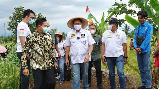 Bantuan Alsintan dari Ketua MPR RI, Saat Panen Raya di Cianjur