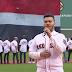 León Yamil, Director de la Agrupación Be Crazy, despide a David Ortiz,  interpretando las notas del Himno Nacional en el Fenway Park.