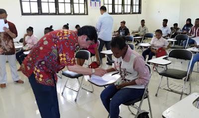 Ujian Beasiswa ADiK di Papua
