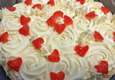 crémeux vanille tonka, fraises, coulis de fraises, dacquoise, patissi-patatta