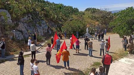 Το ΚΚΕ Αργολίδας τίμησε τα 75 χρόνια από τη συντριβή του φασισμού στο μνημείο της Ακροναυπλίας
