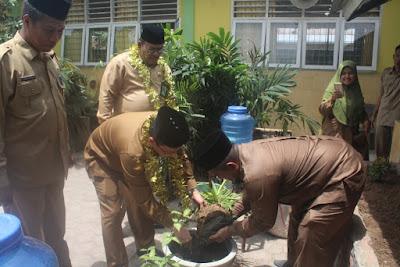 Kakankemenag Tanjungbalai Anjurkan Penghijauan Lingkungan Madrasah