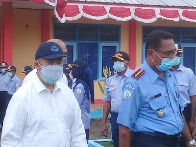 Menteri Kelautan dan Perikanan Republik Indonesia Wahyu Sakti Trenggono saat meninjau Pelabuhan Perikanan Nusantara Tual