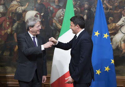Renzi Gentiloni cerimonia campanella