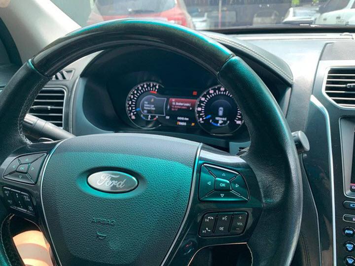 Ford Explorer 'lạ' tại Việt Nam: Động cơ 3.5L, 6 chỗ ngồi, giá lăn bánh khoảng 4 tỷ đồng