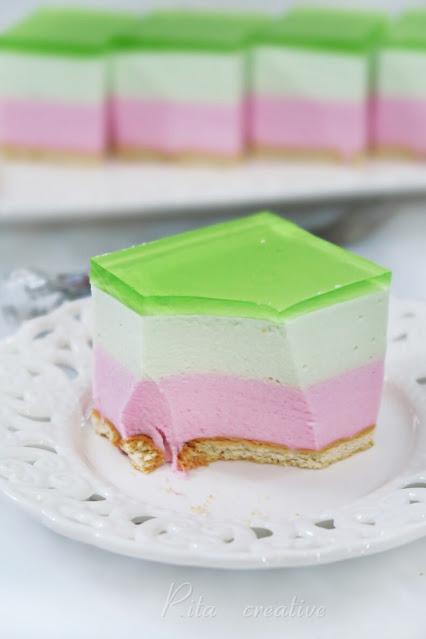 Piankowe ciasto z galaretką na zimno