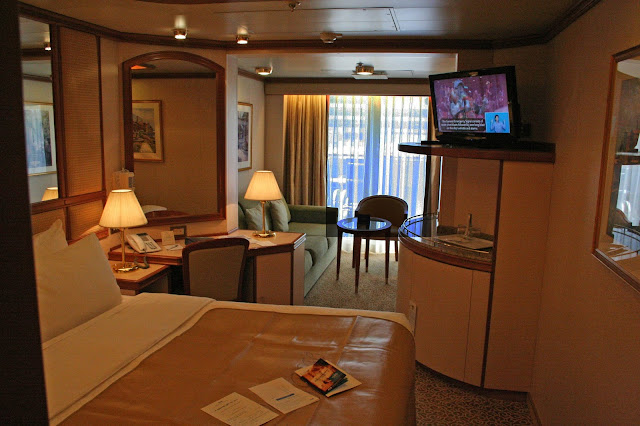 Mini-suite aboard the Ruby Princess, copyright Carl Dombek