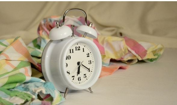 Você acorda todas as noites no mesmo horário - Saiba o significado