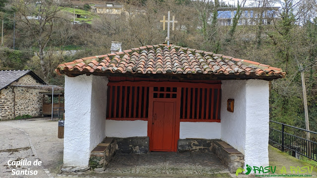 Exterior de la Capilla de Santiso, Cangas del Narcea
