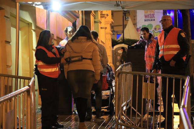 Control de accesos a Herriko Plaza el día del concierto con motivo del programa de MTV