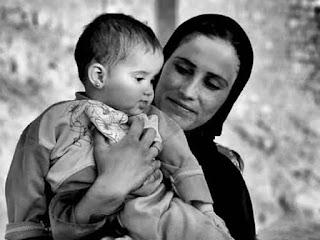 كتابة موضوع تعبير عن عيد الام وفضل الام على الابناء