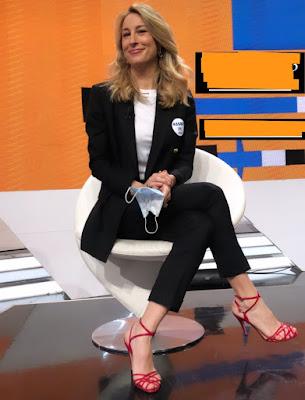 mia ceran sandali aperti scarpe tacchi colore rosso Tv Talk 30 gennaio