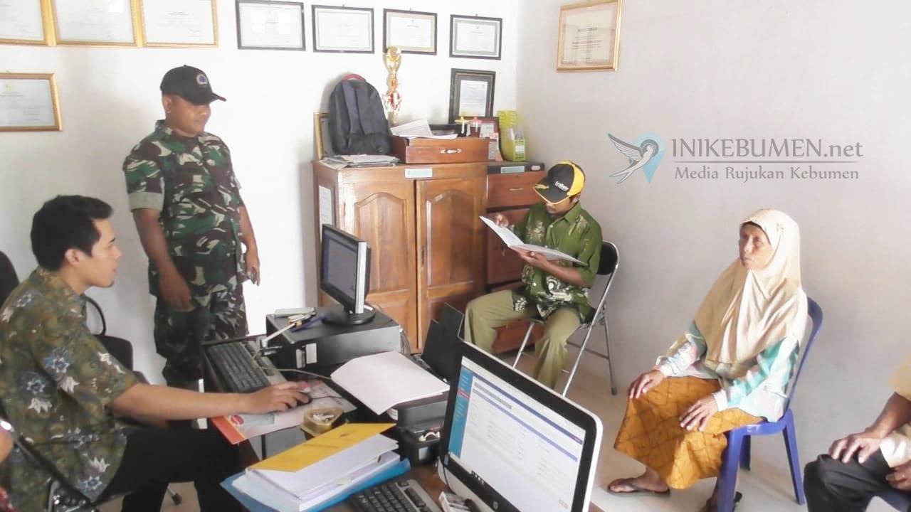 Berkat TMMD, Warga Rahayu Padureso Bisa Urus KTP Elektronik di Kampung Mereka