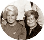 Pepita Ferrer y Gloria Velat en el Torneo de Ajedrez de Berga 1970