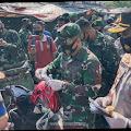 Sinergitas TNI-Polri Bagikan Masker di Pasar Tanjung