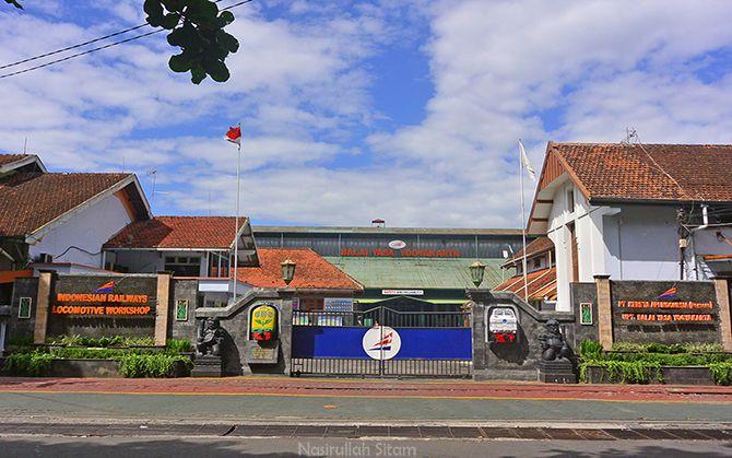 Gerbang depan Balai Yasa Yogyakarta