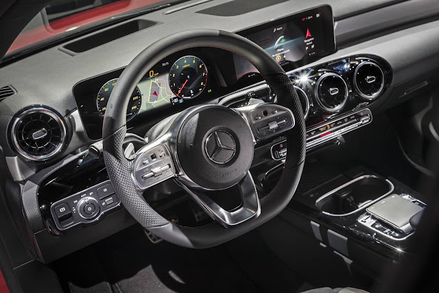 Mercedes-Benz A200 - interior