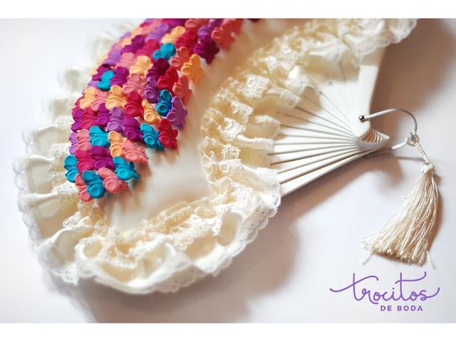 Abanico portaalfileres de boda con alfileres de boda de mariposas - Trocitos de Boda