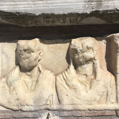 fontana appia antica bassorilievo
