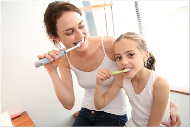 Tips Menggosok Gigi dengan Benar